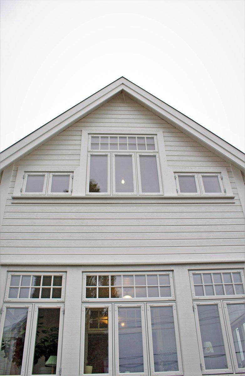 Panelet på huset er blitt endret og vinduene ble byttet.