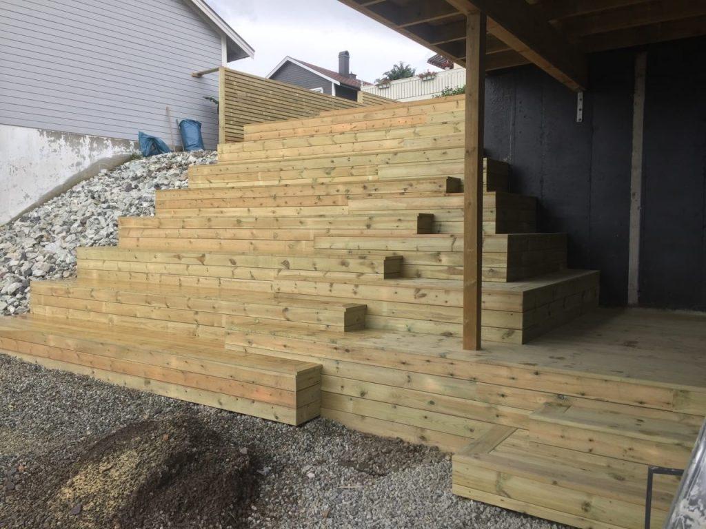 Plassbygd terrassert trapp