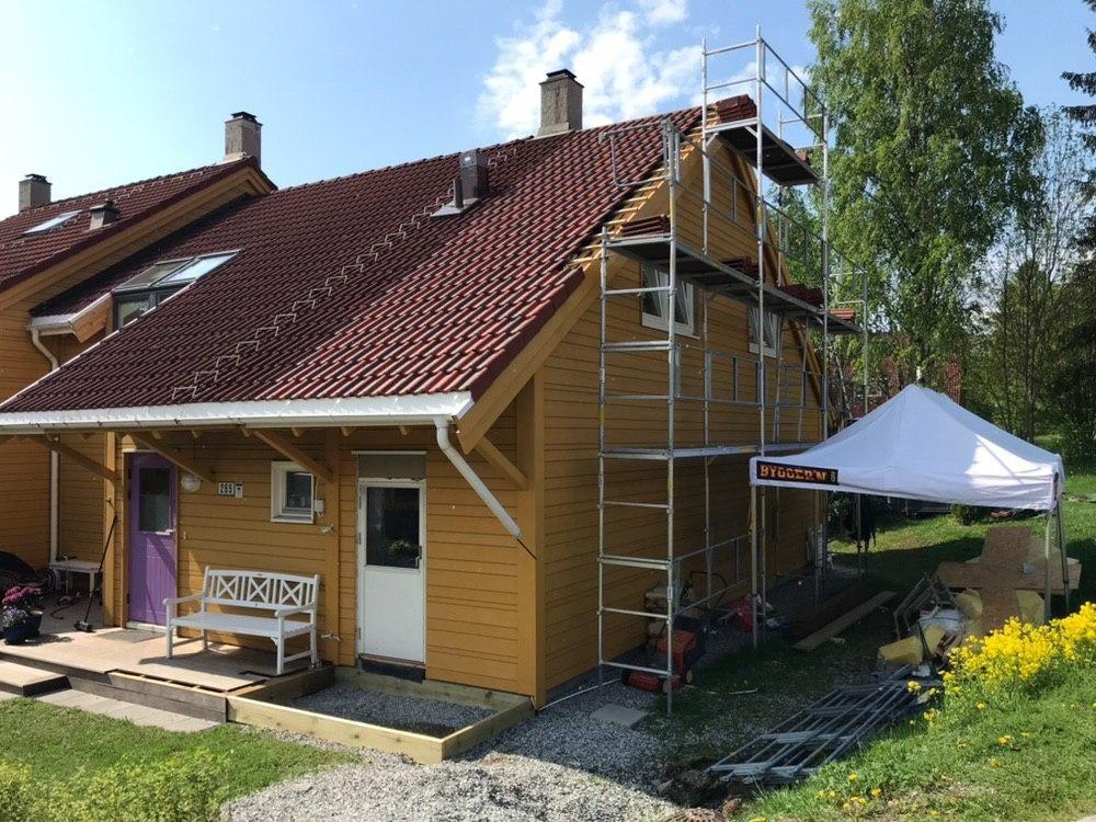 Tilbygg og oppløft på rekkehus som øker plassutnyttelse betraktelig.